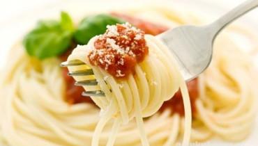 Spagetti mit Tomatensauce