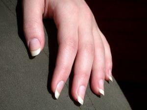 Usuwanie skórek paznokci