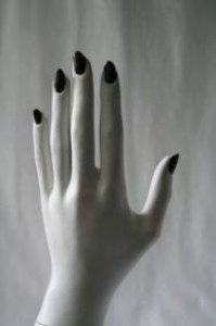 Po co człowiekowi paznokcie?