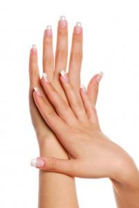 przebarwione paznokcie